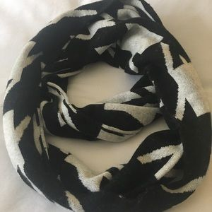 TALBOTS BOLD HOUNDSTOOTH INFINITY SCARF